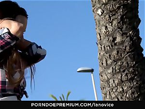 LA newcomer - voluptuous honey Mea Melone outdoors boinking