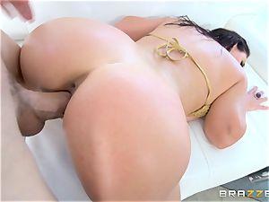 Angela milky getting nailed by Jessy Jones