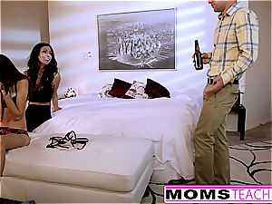 MomsTeachSex - mummy And sonnies Late Night threeway
