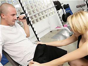 Kagney Linn Karter uber-sexy gym plowing