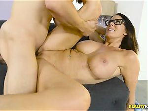 Mature large bumpers housewife Reagan Foxx seduces her ultra-kinky stepson