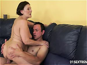 old sweetheart Margo blows manmeat with practice