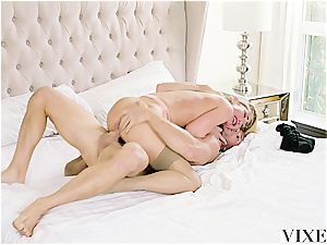 Carter Cruise gets multiple ejaculations while her manager keeps plowing her