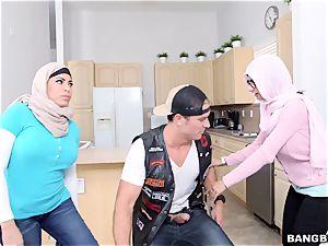 Arab porno threeway. fellow with his girlfriend Mia Khalifa and her mother