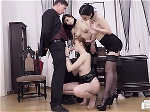 cabooses BUERO - luxurious German nubile rides manager at the office