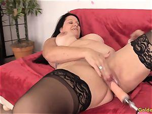 Mature Leylani hard-on penetrated by a Machine