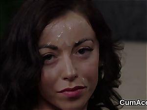 Foxy stunner gets mancum shot on her face munching all the enjoy juice