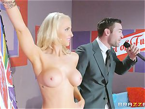Game showcase salami plumbing with blond bombshell Alix Lynx