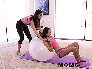 Moms train intercourse - magnificent mommy interchanges jizm with daughter