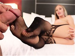 wondrous Nicole Aniston gives her man a footjob