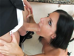 India Summers, dark-haired nude mega-bitch, takes fat schlong on her lips in deep throat