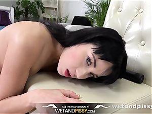 urinate guzzling - beautiful Russian guzzles her own pee