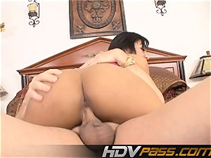 experienced fuckslut Leslie Sierra riding That bone