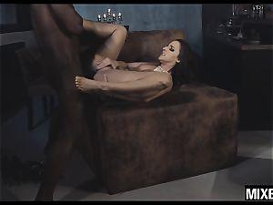 super-steamy Amirah Adara gets her bootie stretched by monster spunk-pump