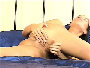 bitchy Veronica Da Souza takes it all off while stroking