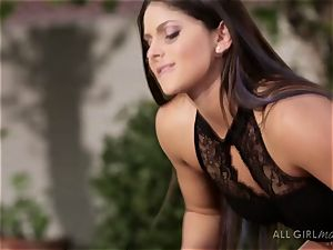 Aspen Rae bashes Darcie Dolces spot and makes her ejaculation