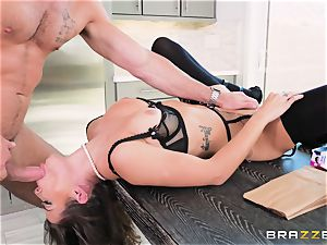 cooter striking the housewife Keisha Grey