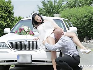 muddy bride takes her chauffeur's fuck-stick before her wedding