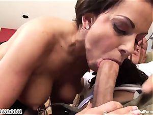 Repairman fucks his boss's whorey wife Victoria Valentino