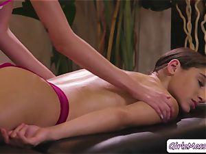 nice Abella Danger gets her snatch licked by massagist Haley Reeds