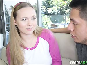 Tiffany Kohl gets her teen vulva injected with jism