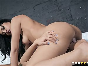 Sophia Leone slurping out her acquaintance