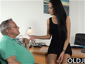 Caught grandfather Having fuck-a-thon With nubile brown-haired at job